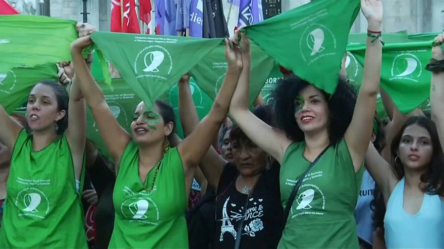 Argentina: 'bandane verdi' pro-aborto in protesta
