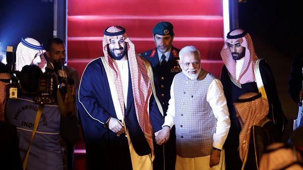 Hindistan Başbakanı Modi Prens Selman için protokolü yıktı