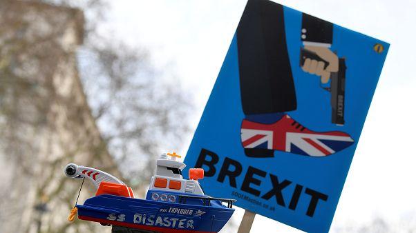 Τρεις ανεξαρτητοποιήσεις βουλευτών της Μέι λόγω Brexit