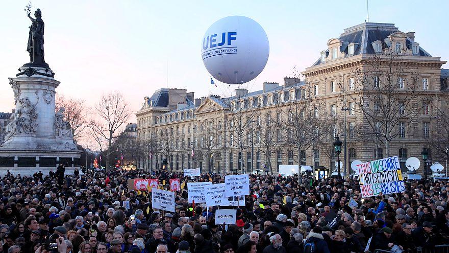فرانسویان در مخالفت با رفتارهای یهودستیزی تظاهرات کردند