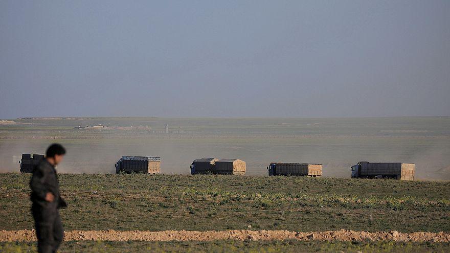 کاروان کامیونها در نزدیکی باغوز