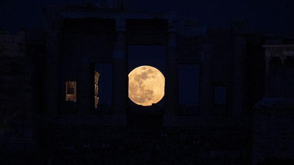 Las mejores imágenes de la la 'Luna de nieve': la superluna más grande de 2019