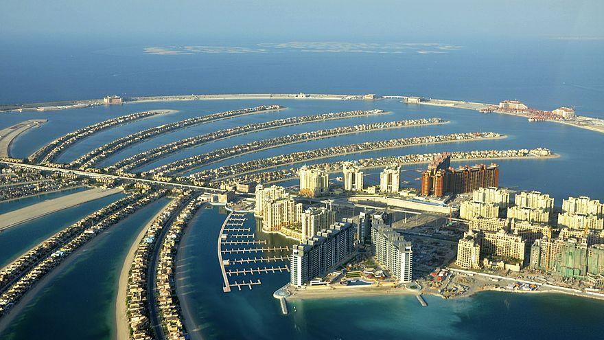 الإمارات تخفف الحظر على شحن السلع من وإلى قطر