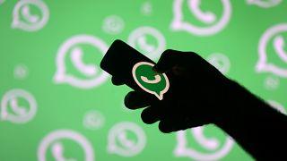 واتساب في العالم العربيّ: أداة تواصل وحشد مهمة لكن مثيرة للجدل