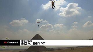 Над пирамидами на парашюте