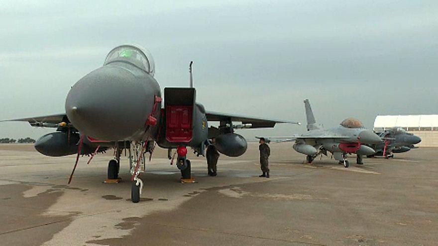 Eurodeputados invadem base militar aérea na Bélgica