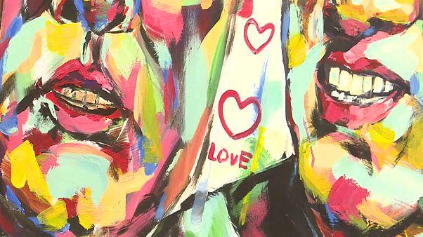 شاهد: لوحات للسلام والحب ينجزها رسام فيتنامي قبيل قمة ترامب وكيم في هانوي