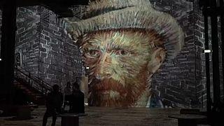 Van Gogh'un eserleri Paris'teki dijital sergide ziyaretçilere sunuluyor
