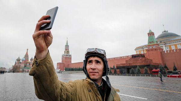 Rusya askerlerin mesai saatlerinde akıllı telefon kullanmasını yasaklıyor