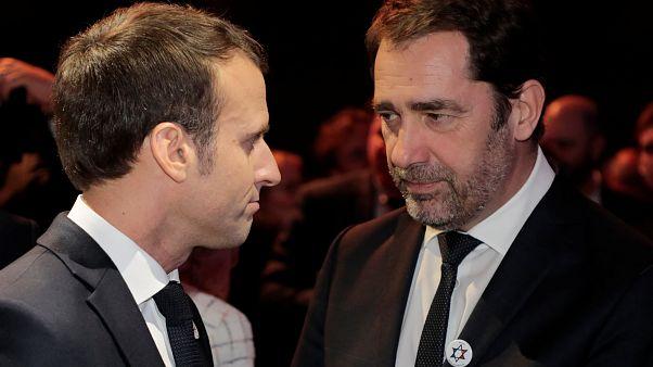 وزير الداخلية الفرنسية كريستوف كاستانير ورئيس الجمهورية إيمانويل ماكرون