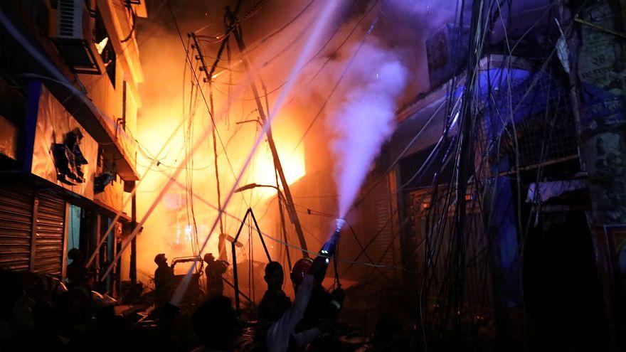 Bangladesh: incendio fa decine di morti e feriti
