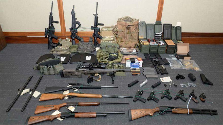 زرادخانه افسر آمریکایی برای کشتن سیاستمداران دموکرات و روزنامهنگاران