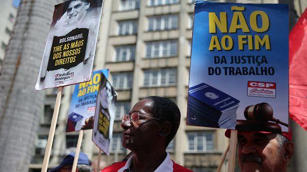 Bolsonaro quer mudar regime de pensões no Brasil
