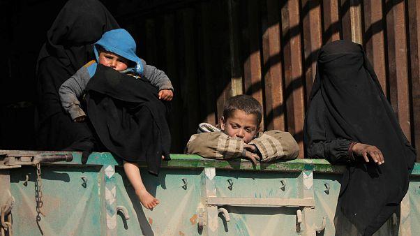 قسد: استكمال إخراج آخر المدنيين من الجيْب الأخير تحت سيطرة داعش شرق سوريا اليوم