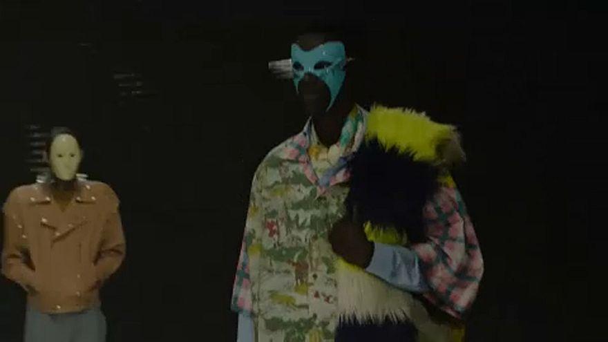 Maszkokban vonultatta modelljeit a Gucci a Milánói Divathéten