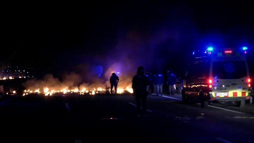 Cortes en carreteras y vías en la huelga proindependencia en Cataluña