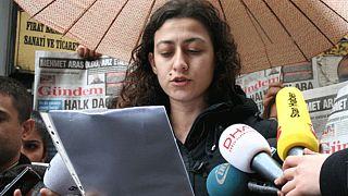 Polis tacizi kurbanı kadınla konuşan gazeteci gözaltına alındı