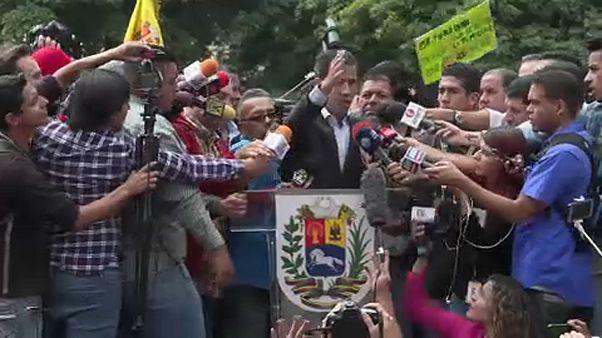 Гуайдо едет получать помощь из США