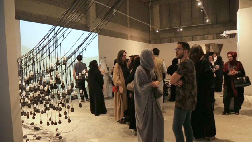 """معرض """"فن جدة 39-21"""" رؤى معاصرة بين الحداثة والأصالة لفنانين سعوديين"""