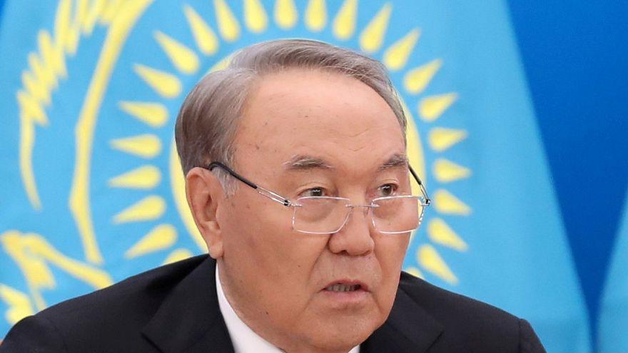 Kazakistan Devlet Başkanı Nursultan Nazarbayev 'korkak' dediği hükümeti feshetti