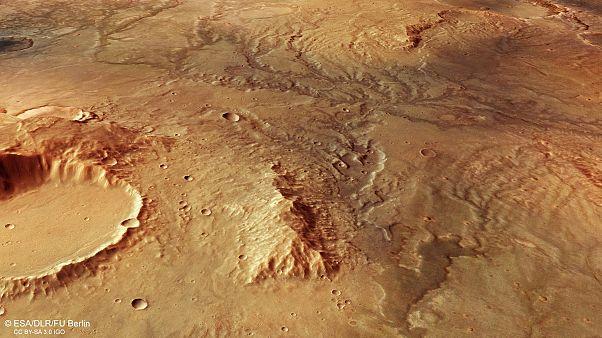 Φωτογραφίες του Άρη δείχνουν ύπαρξη νερού, κοιλάδων και τάφρων