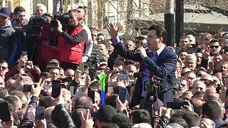 Migliaia a Tirana con l'opposizione per spingere il governo a elezioni anticipate
