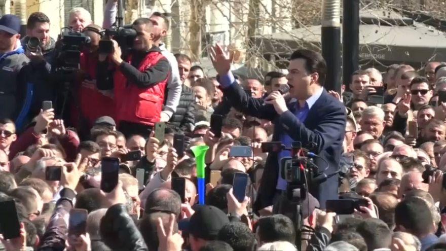 المعارضة في ألبانيا تتظاهر للمطالبة بتنحي الحكومة