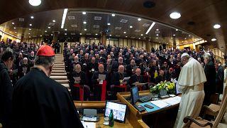 """Pédophilie : le pape François réclame des """"mesures concrètes"""""""