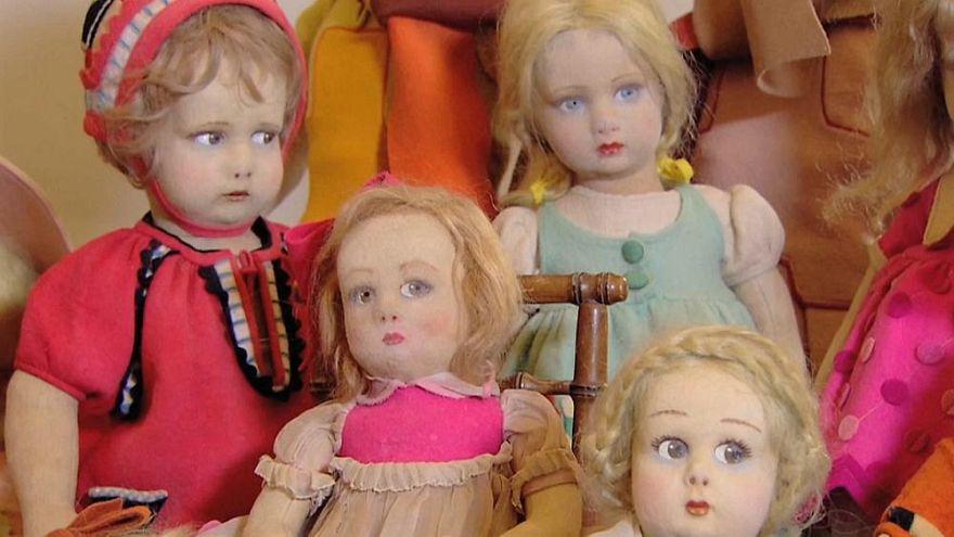 Un exposición muñecas antiguas reúne todo tipo de coleccionistas en Roma