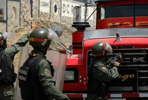 گوایدو در راه مرز کلمبیا؛ مادورو مرزهای ونزوئلا را میبندد