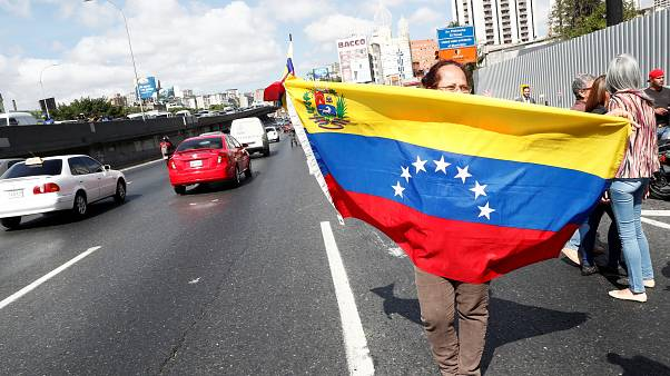 Maduro will close Venezuela's border with Brazil, considering closing Colombian border