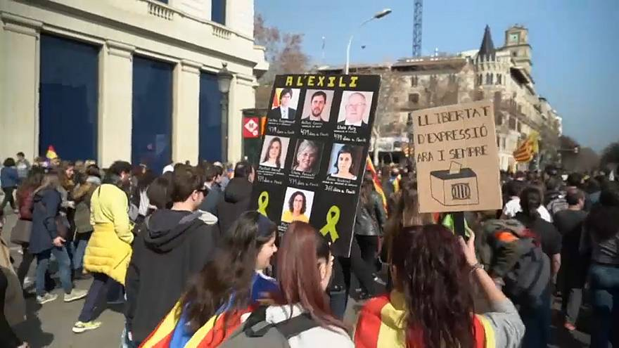 درگیری میان معترضان جدائیطلب کاتالونیا و نیروهای پلیس اسپانیا