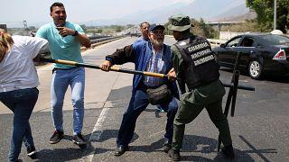 Katonák dulakodtak önkéntesekkel Venezuelában