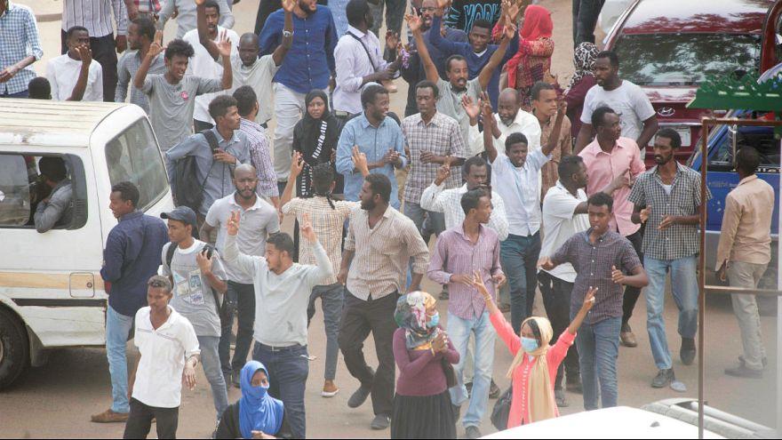 چهار ماه اعتراض در سودان؛ سرنوشت عمر البشیر