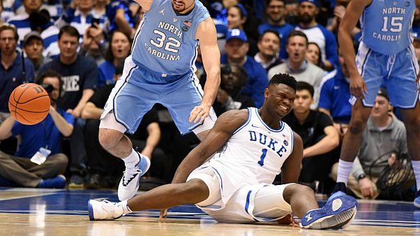 پاره شدن کفش بسکتبالیست آمریکایی؛ ارزش سهام نایک سقوط کرد