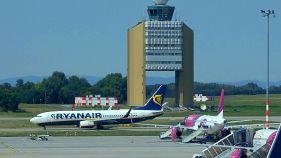 Megbírságolták a Ryanairt és a Wizz Airt az új kézipoggyász szabályaik miatt