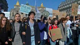 Parigi, giovani in marcia per il clima