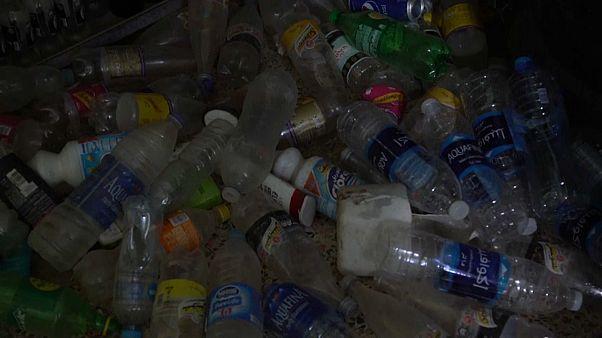 شاهد: شاب مصري يصنع أدوات موسيقية من النفايات