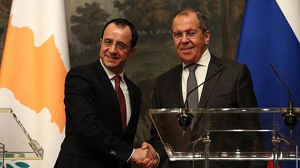 Λαβρόφ: Να συνεχιστούν οι συνομιλίες για το Κυπριακό στη βάση των ψηφισμάτων του ΟΗΕ