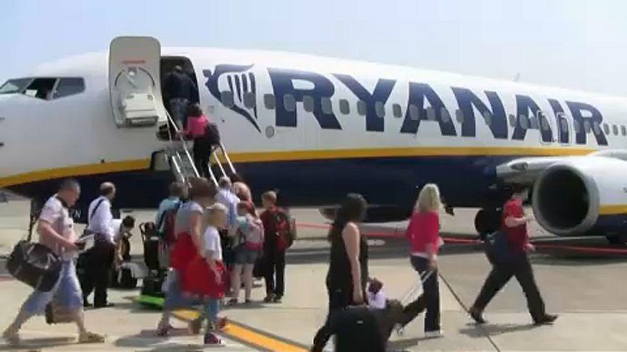 Ryanair - Wizzair: «Καμπάνες» για τις χειραποσκευές