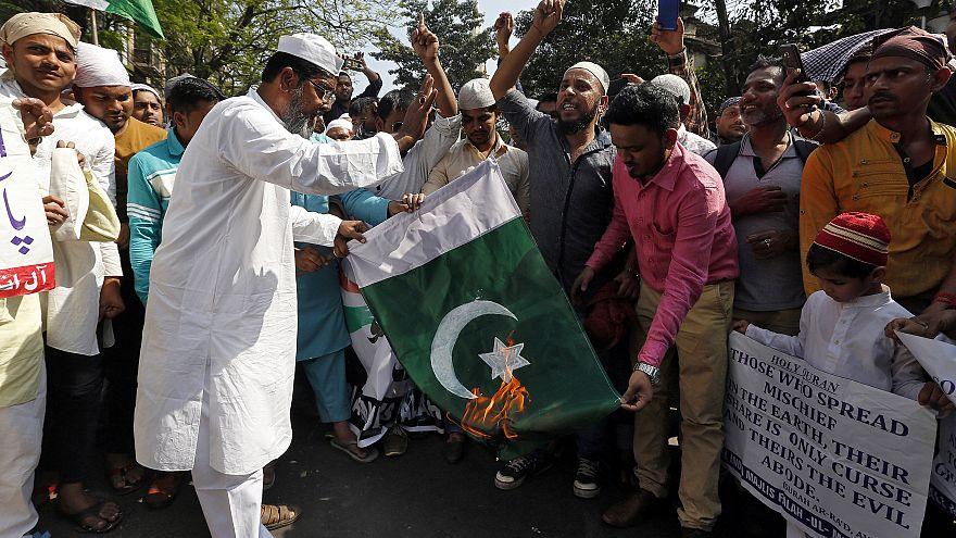 Hindistan'daki Müslümanlar Pakistan'ı protesto etti