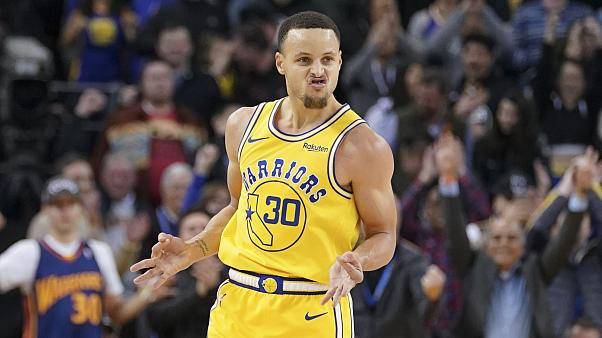 "Nba: Golden State piega Sacramento grazie alle ""triple"" di Curry"