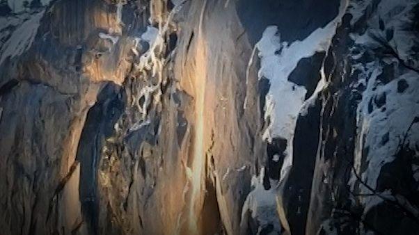 تماشای آبشار آتش در کالیفرنیا