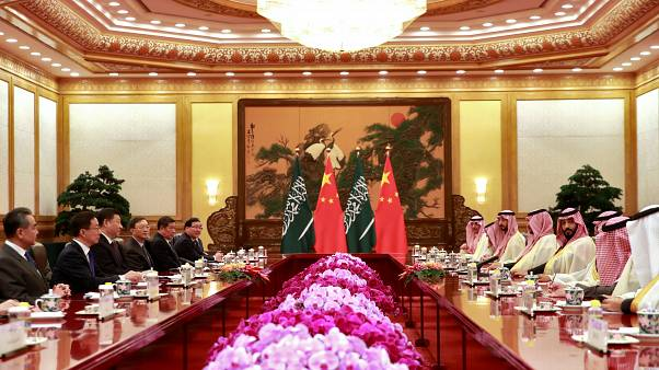 ولي العهد الأمير محمد بن سلمان خلال اجتماعه مع الرئيس شي جين بينغ