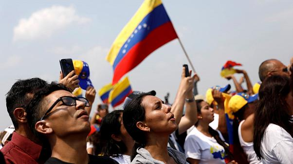 Rival concerts take place on either side of Venezuela-Colombia border