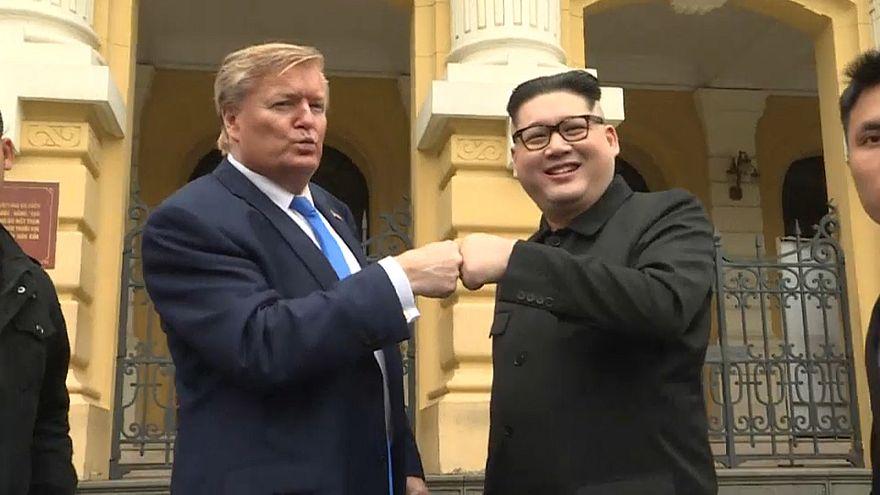 """شاهد: قمة """"مزيفة"""" تجمع ترامب وكيم في فيتنام"""