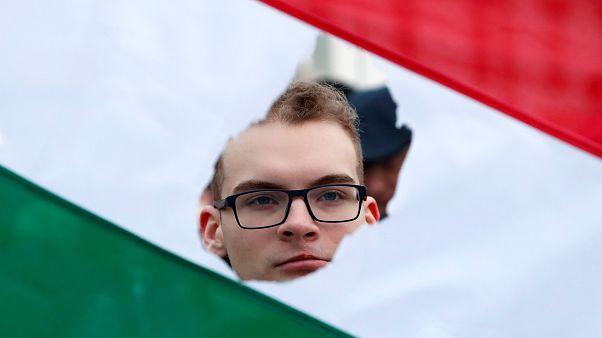 МИБ переезжает в Венгрию: кому это выгодно?