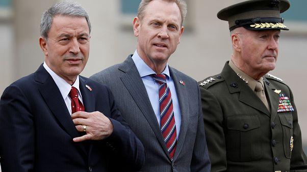 Hulusi Akar ABD Savunma Bakan Vekili Patrick Shanahan (ortada) ile görüştü