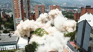 شاهد: لحظات تفجير منزل تاجر المخدرات بابلو إسكوبار في كولومبيا