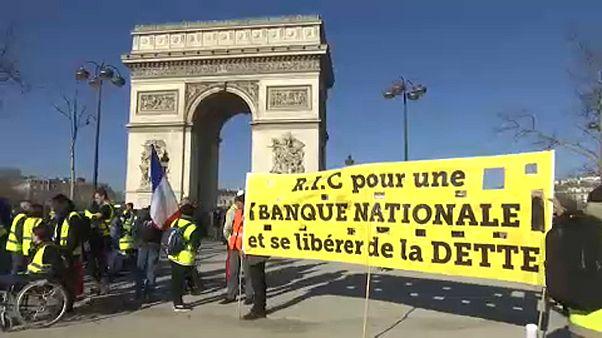 Los 'chalecos amarillos' persisten en su empeño con nuevas protestas